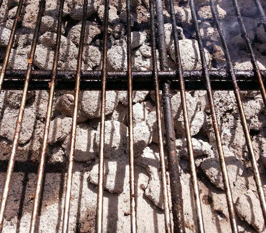Hoe maak ik het barbecue rooster gemakkelijk schoon?