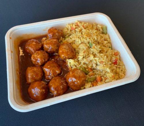 Nasi-kip schotel met gehaktballetjes