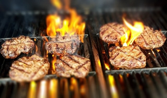 hamburger op de barbecue